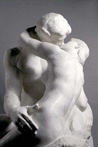 Dix-neuf siècles plus tard, les deux amants du « Baiser » de Rodin avaient eux aussi les apports rêvés en collagène…