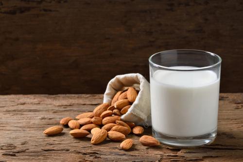 Lait d'amande ou lait entier ? La dispute dégénère en coups de couteaux